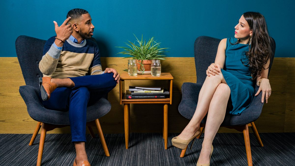 Aprende en este artículo 3 estrategias para mejorar tus relaciones interpersonales.